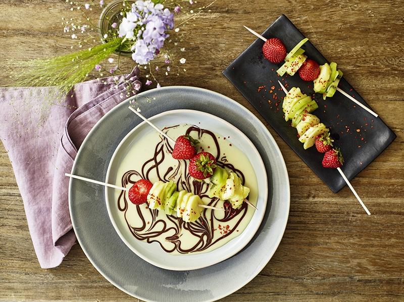Brochettes de fruits et sauce chocolat - tonka