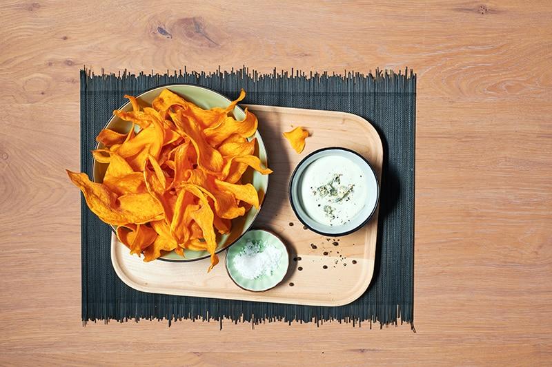 chips de patate douce, sauce au bleu
